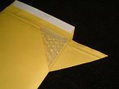 緩衝材付き封筒の構造解説画像。